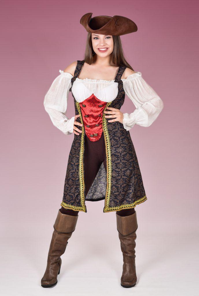 Female Pirate Entertainer